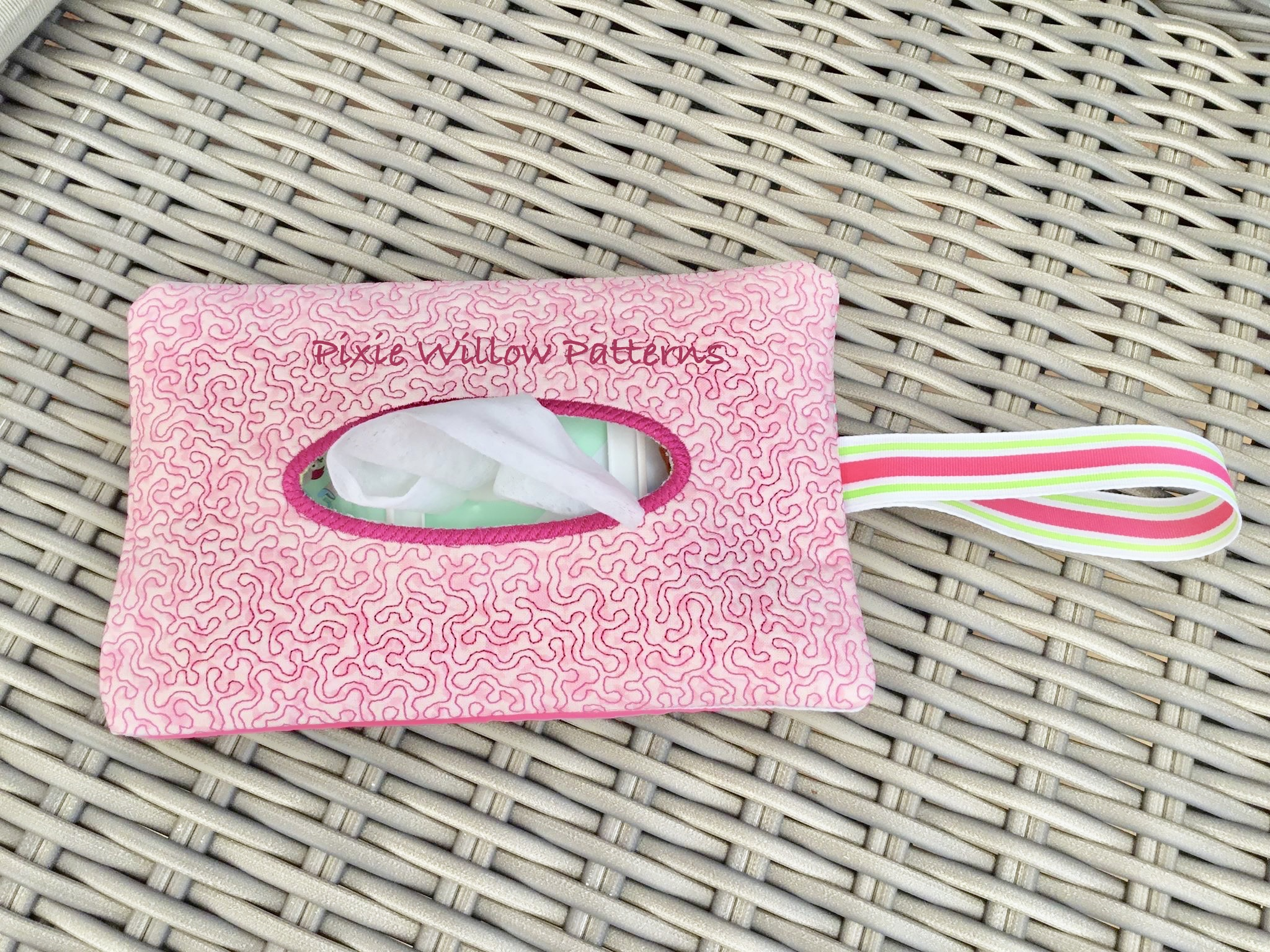 ITH Stipple Pattern Baby Wipe / Diaper holder bag  6×10 In The Hoop  Project  Nappy and Wet Wipe Bag